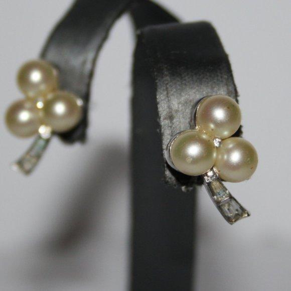 Beautiful vintage silver & pearl clip on earrings